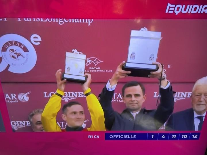 Münchner Jockey gewinnt wichtigstes Galopprennen der Welt
