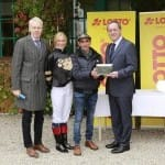 Lotto-Vize Josef Müller gratuliert den Auftakt-Siegern