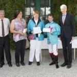 Hermann Bauer gratuliert Marlene Haller und Andreas Suborics