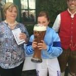 Einen Schluck Weißbier für Tamara Hofer nach Rossettis Sieg