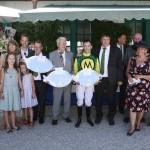 Großer Bahnhof - die Familie Wille gratuliert den Siegern